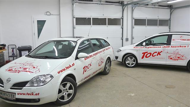 Zwei Serviceautos